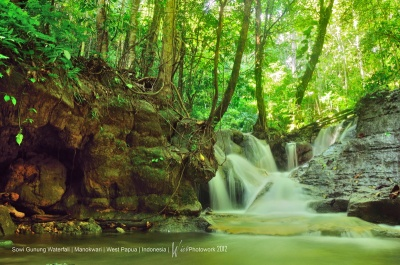 Sowi Gunung Waterfall